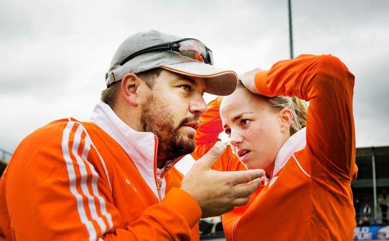 Max Caldas en Maartje Paumen in 2013 na verlies tegen Duitsland in de World Hockey League. Beeld Jiri Buller/de Volkskrant