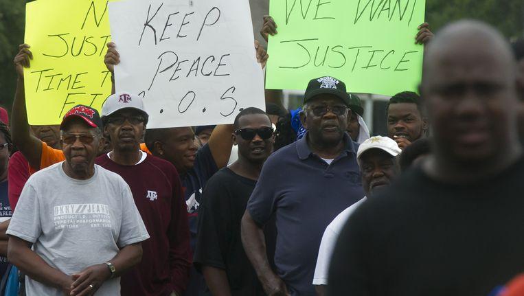 Inwoners van Hearne protesteren tegen de zinloze dood van de hoogbejaarde vrouw. Beeld ap