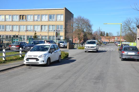 De politie patrouilleerde vandaag regelmatig in de buurt van het Technisch Atheneum om een oogje in het zeil te houden.