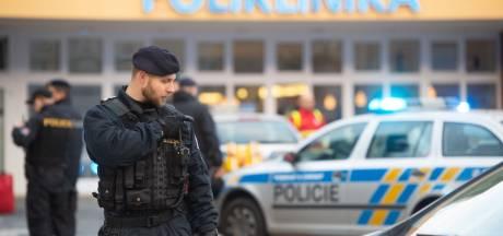 Man opent vuur in wachtkamer ziekenhuis Tsjechië, zeker zes doden en twee gewonden