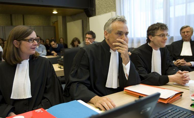 De advocaten die het opnemen voor Trafigura, mr. Marieke Bakker (advocaat van Naeem A. van Trafigura), mr. Aldo Verbruggen, mr. R. de Bree en mr. M. Wladimiroff, in juni 2010. Beeld ANP