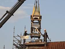 Eeuwenoud torentje van dorpshuis in Biervliet gehaald