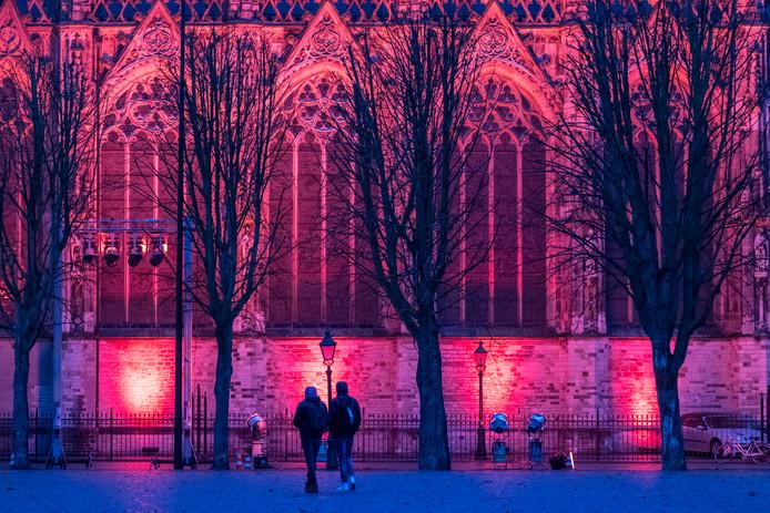 Den Bosch, de rode uitgelichte St Jan op de Parade