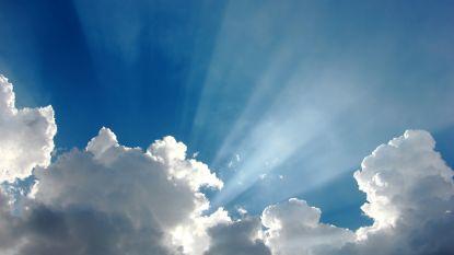 Zon en wolken, maar het blijft overwegend droog en kwik stijgt naar 25 graden