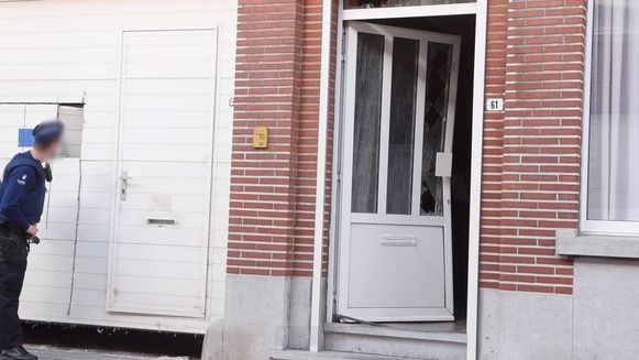 De politie viel onder meer in de Wielendaalstraat in Brakel binnen.