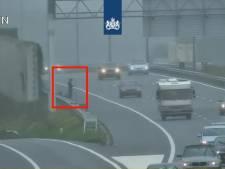 Duitser vraagt om lift op vluchtstrook A2 bij Best, politie pikt man op