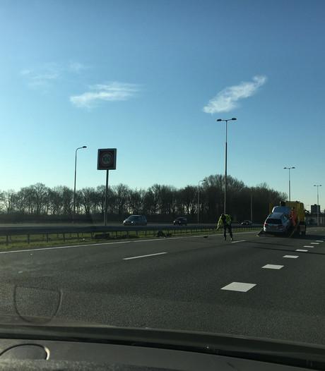 Ongeluk op de A50 bij Loenen: twee rijstroken dicht