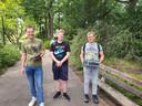 Sem, Tim en Tom spelen Pokemon Go in het Stadswandelpark.