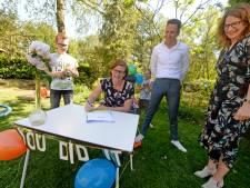 Michelle uit Eibergen krijgt haar 'zorgdiploma' thuisbezorgd