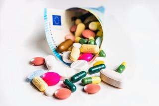 Een extra bijbetaling dreigt voor miljoenen medicijngebruikers die hun middelen bij de apotheek halen.