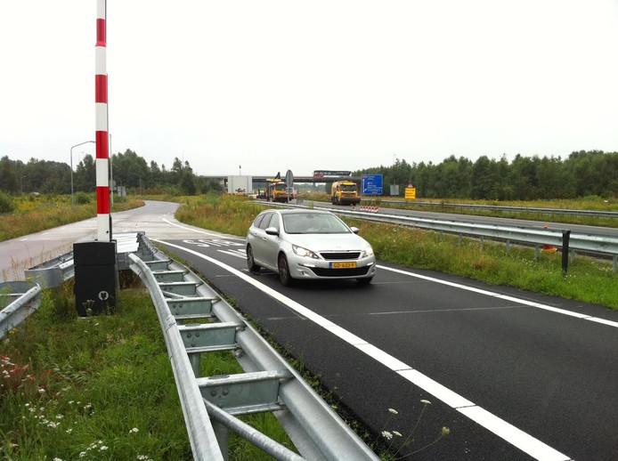 De speciale oprit voor bussen en ambulances bij golfbaan De Leemskuilen is tijdelijk voor alle verkeer geopend.
