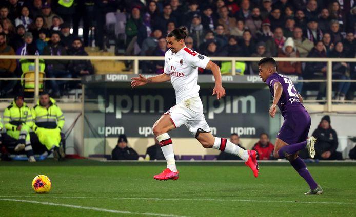 Ibrahimovic in duel met Dalbert, die later met rood moest vertrekken.
