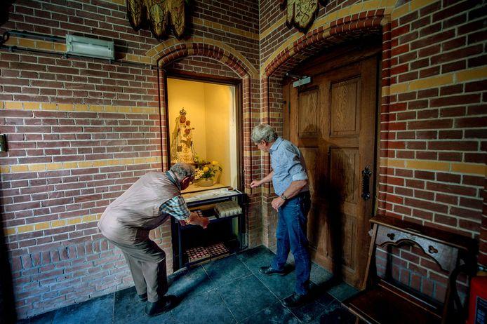 Piet Coppes en Lucas Korenromp bij Maria.