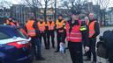 Enkele tientallen demonstrerende politieagenten blokkeren maandagochtend de toegang tot het gebouw van werkgeversorganisatie VNO-NCW in Den Haag. De actie is onderdeel van hun protest tegen het mislukken van de pensioenonderhandelingen.