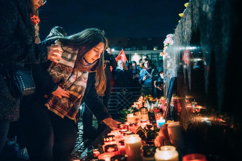 In Hanau worden donderdag de slachtoffers herdacht die een dag eerder zijn doodgeschoten.  Beeld null