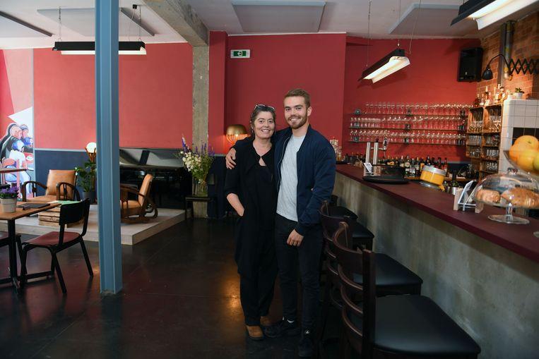 Sonia Gasparini en haar zoon Vito in de nieuwe zaak.