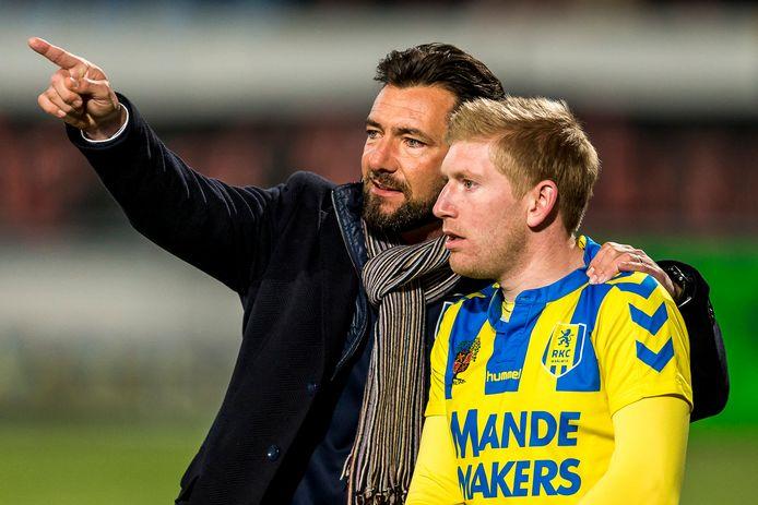RKC Waalwijk trainer Peter van den Berg samen met Roel van de Sande, tijdens zijn invalbeurt tegen FC Oss vorig seizoen.