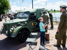 'Invasie' van veteranen op Zutphense IJsselkade
