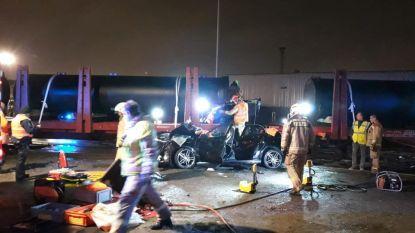 Autobestuurder in levensgevaar na aanrijding met trein in Waaslandhaven