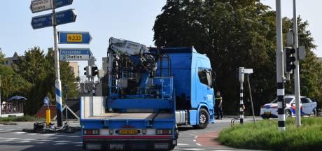 Fietsster onder vrachtwagen terechtgekomen in Rhenen