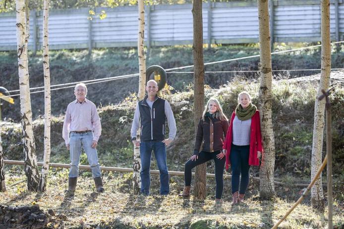 Johan Hartemink van TCD en initiatiefnemers Sjoerd Boom, Rianne Evers en Nienke Bulten (vlnr.). Foto Jan van den Brink