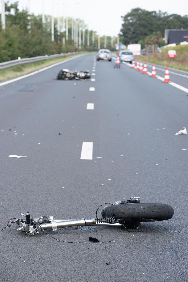 De motor brak bij de crash in twee.