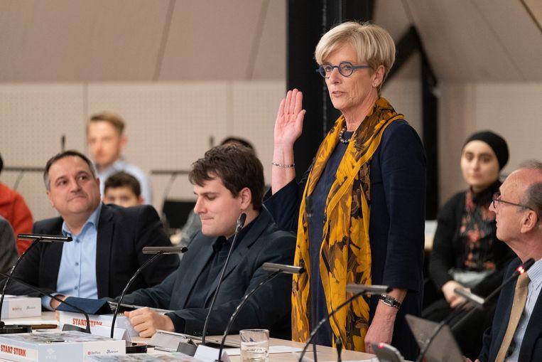 Marleen Vanderpoorten (OpenVLD) legt de eed af in de gemeenteraad van Lier.