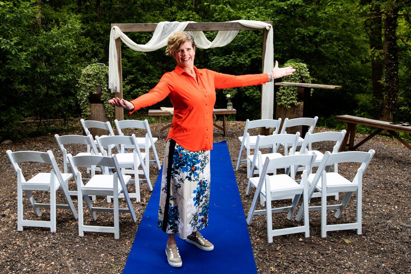 Hanneke van Kouwen van Restaurant & Hotel Hoog Holten moet het voorlopig zonder bruiloften doen.
