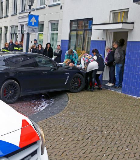 Porsche-rijder die vrouw met kinderwagen schepte, trok eerder aandacht met zijn rijgedrag