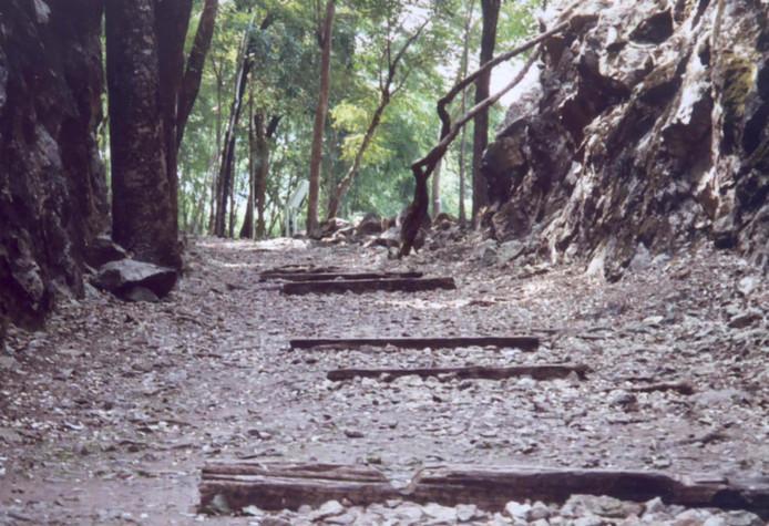 Resten van de Birma-spoorweg nu.