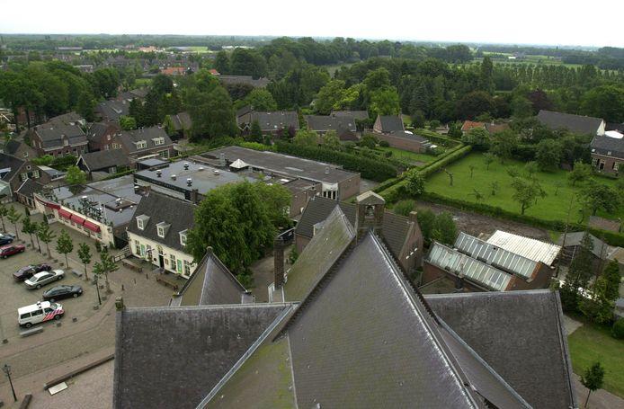 Zicht op het Sint Jansplein met Den Boogaard vanuit de Moergestelse kerktoren.