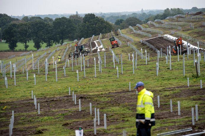 BREDA - De aanleg van zonnepark Bavelse Berg is al in volle gang.