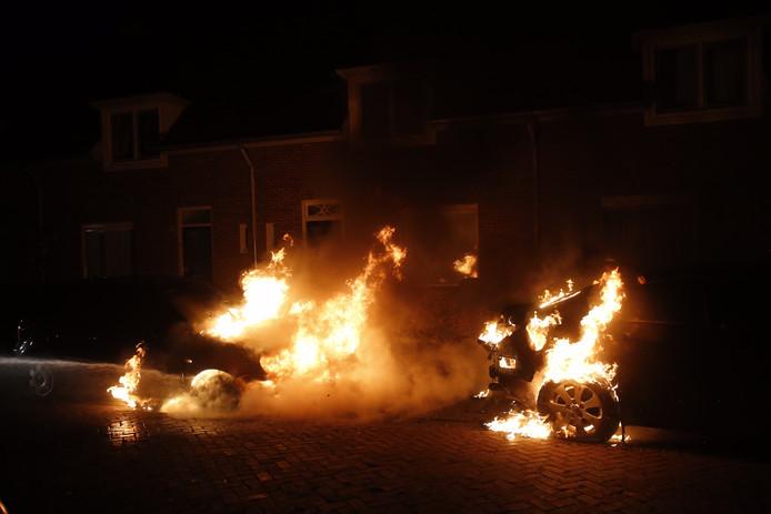 Auto's in brand aan Transvaalweg in Eindhoven.