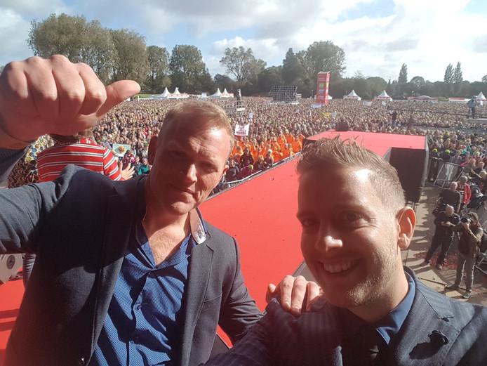 Jan van de Ven (rechts) en Thijs Roovers waren medeoprichters van PO in Actie. In het najaar van 2017 kregen ze meer dan 65.000 boze leerkrachten naar het Zuiderpark in Den Haag, de grootste onderwijsstaking ooit