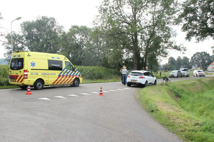 Het ongeval gebeurde op de kruising tussen de Wierdenseweg en de Eversdijk, net buiten de Enterse dorpskern.
