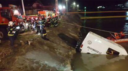Omgebouwde bestelwagen belandt in Roemeense rivier: 9 arbeiders komen om
