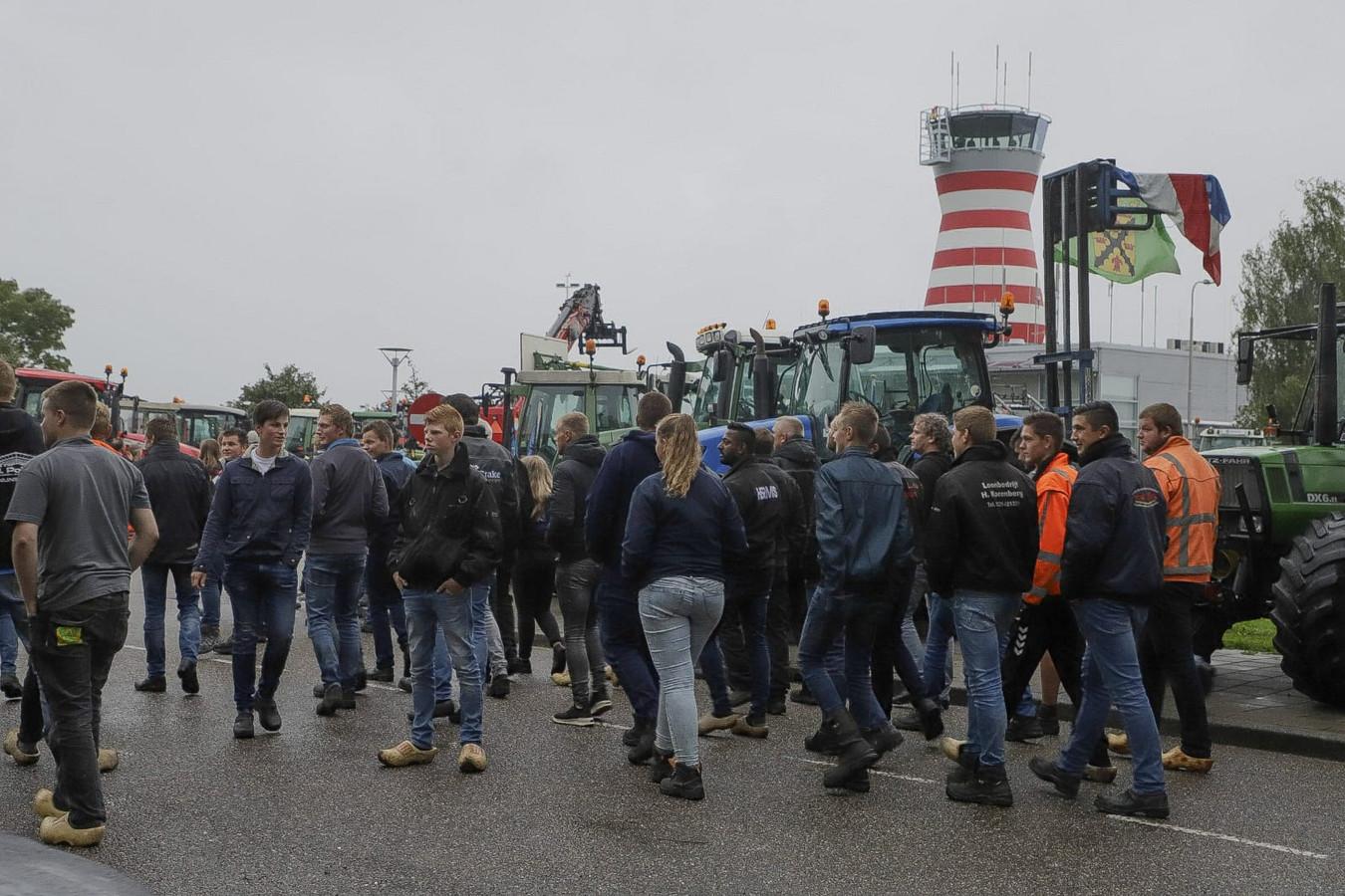 Een grote groep is vanuit Nijkerk naar Lelystad gekomen.