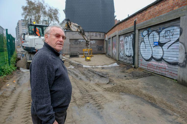 De garages van begrafenisondernemer Etienne Goeman zijn geblokkeerd door wegenwerken