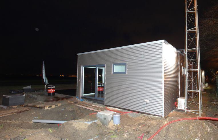 Het nieuwe, tijdelijke lokaal voor de West Aviation Club.