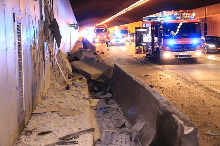 De tunnelwand raakte zwaar beschadigd.