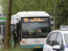Buschauffeur bespuugd en bedreigd door passagier die niet wilde betalen in Voorschoten