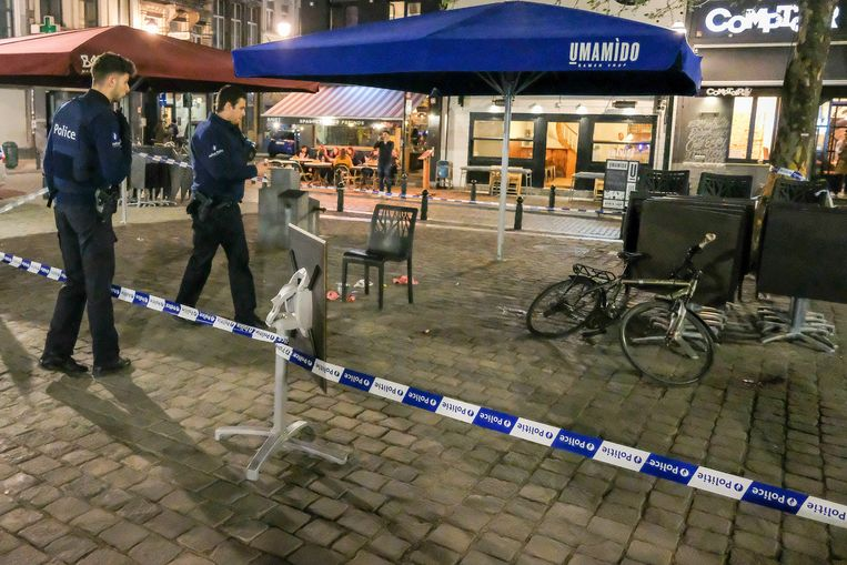 De plaats waar man eerste hulp kreeg. De fiets van het slachtoffer.