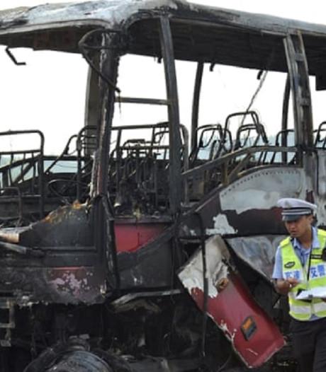 Brand in touringcar China eist 26 mensenlevens, chauffeurs aangehouden