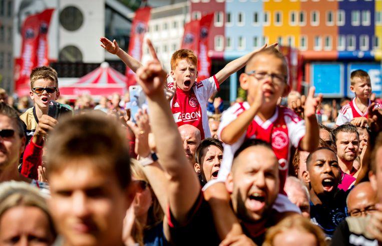 Fans tijdens de open dag van voetbalclub Ajax bij de Johan Cruijff Arena op 28 juli. Beeld ANP