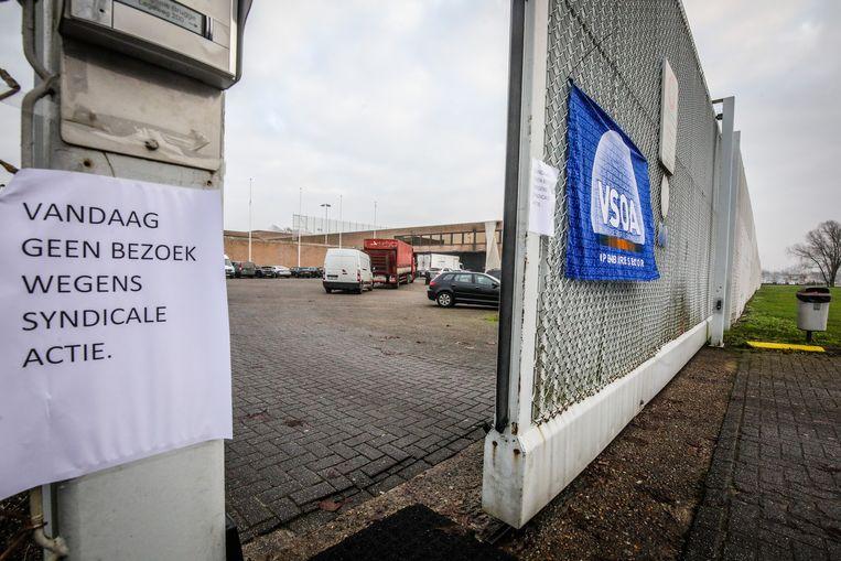 In de gevangenis van Brugge konden gedetineerden gisteren geen bezoek ontvangen.