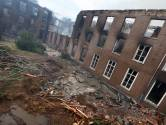 Rokende puinhopen na verwoestende brand op landgoed Haarendael in Haaren, gevaar voor instorting