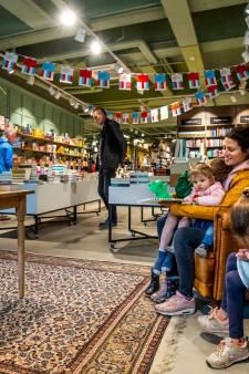 Na het coronavirus breidt Zeister boekhandel uit: nu kun je ook genieten van een taartje bij je boek