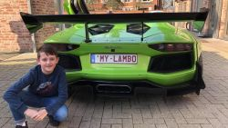 Dolan (11) ziet droom in vervulling gaan en rijdt rondje met unieke Lamborghini