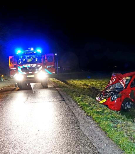 Auto van de weg bij Lunteren, bestuurder aangetroffen op passagiersstoel