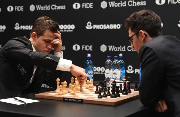 Weer een remise: Carlsen en Caruana geven geen duimbreed toe